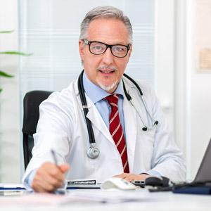 Arzt entscheidet über den Dialysetransport